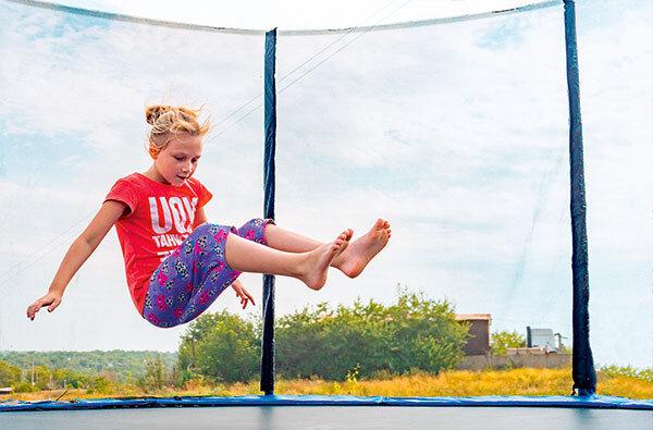 trampoline im test zehn regeln f r unfallfreies. Black Bedroom Furniture Sets. Home Design Ideas