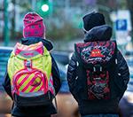 Schulranzen im Test: Nur 8 von 22 sind gut zu sehen und gut zu tragen